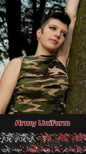 Sexy Soldatin will in ihrer Army Uniform Telefonsex mit Dir machen.