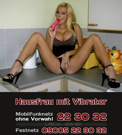 Eine Hausfrau kennt sich mit elektrischen Helfern in der Küche aus und natürlich auch mit dem Vibrator.