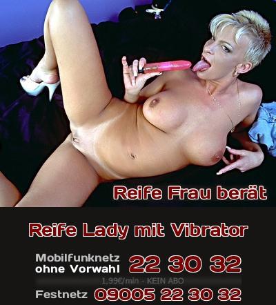 Eine reife Frau hat keine Hemmungen bei Verwendung eines Vibrators