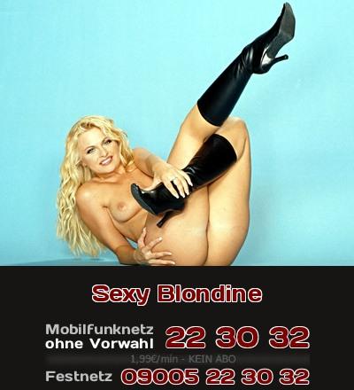 Beim Telefonsex ist eine sexy Blondine sehr erotisch