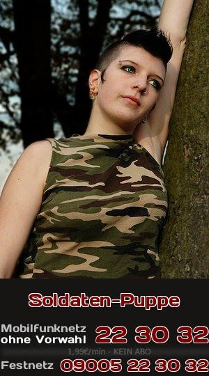 Telefonsex der devoten Art: Ein Girl mit Leidenschaft für Soldaten ist wie eine Puppe zu haben.