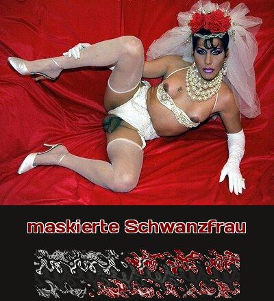 Schwanzfrauen sind bizarr und zu ihrem Outfit gehört immer auch ein wenig Karnevalsdress mit Masken.