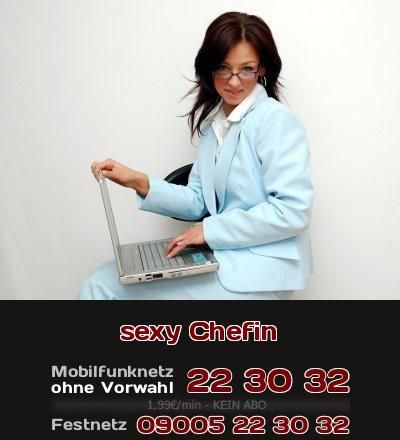 Stell Dir vor, Du hast eine sexy Chefin, die darauf steht, mit Dir Telefonsex zu haben.